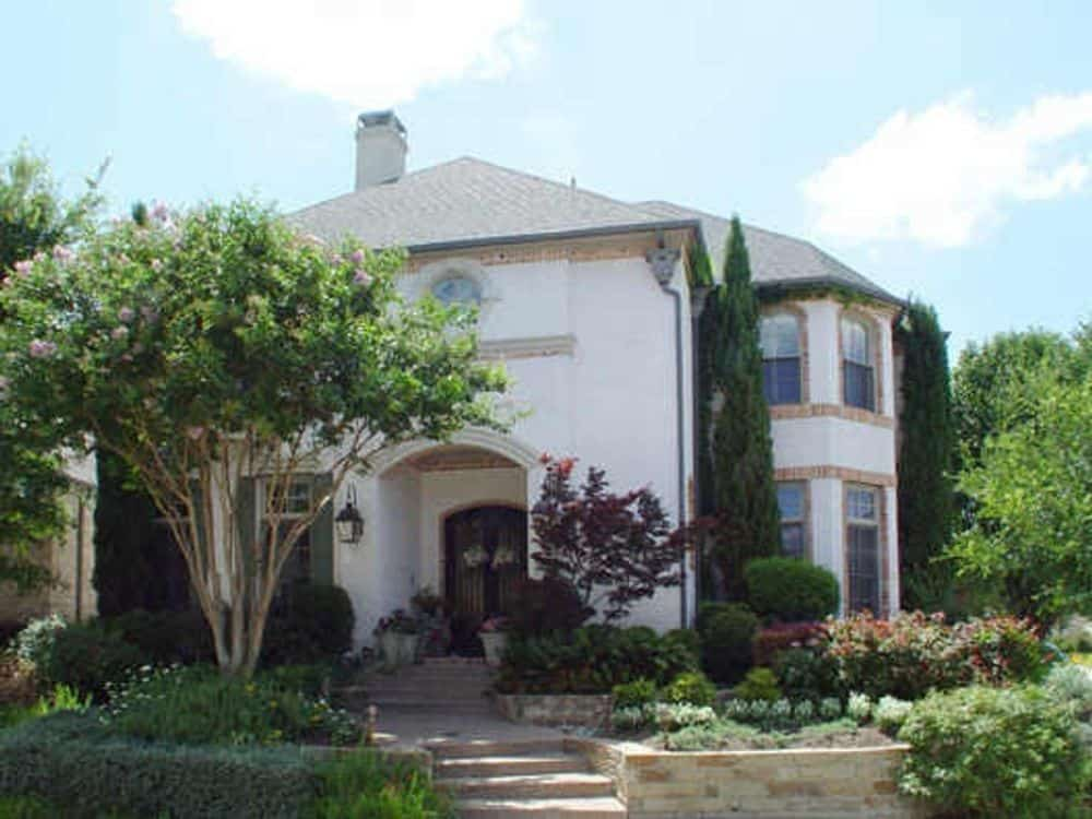 3-Bedroom Two-Story European Style Home for a Narrow Lot with Bonus Room