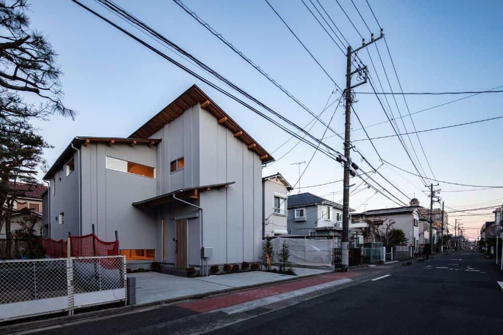 House in Minamirinkan by Design Associates Nakamura