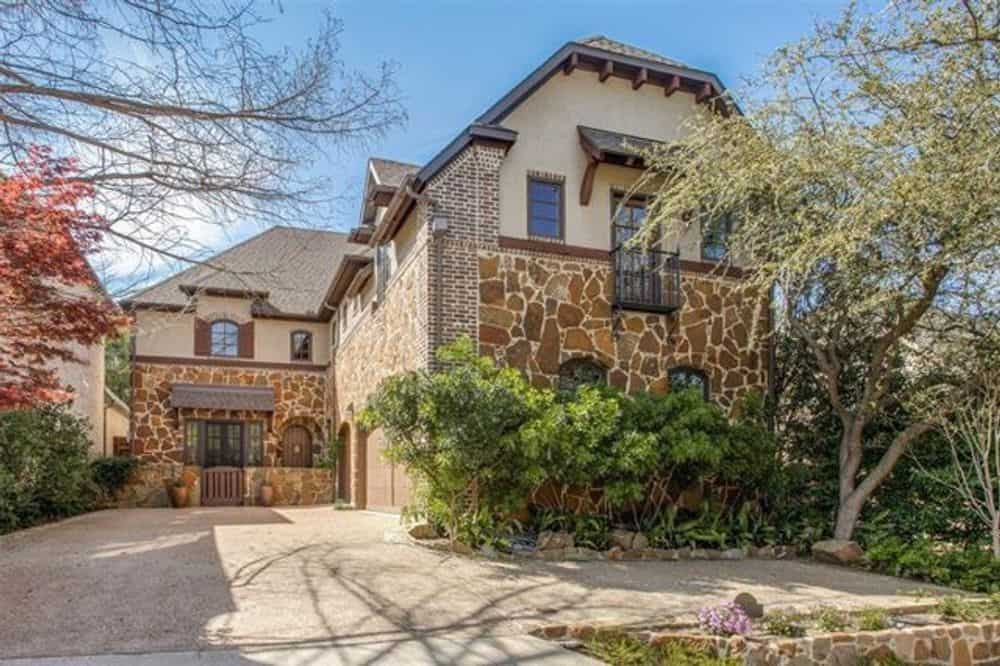 Two-Story 3-Bedroom Chateau Home for a Narrow Lot with Bar and Balcony