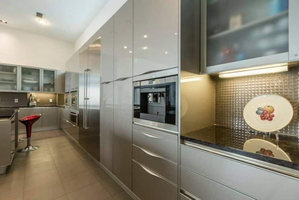 The kitchen includes stainless steel appliances and granite countertops.