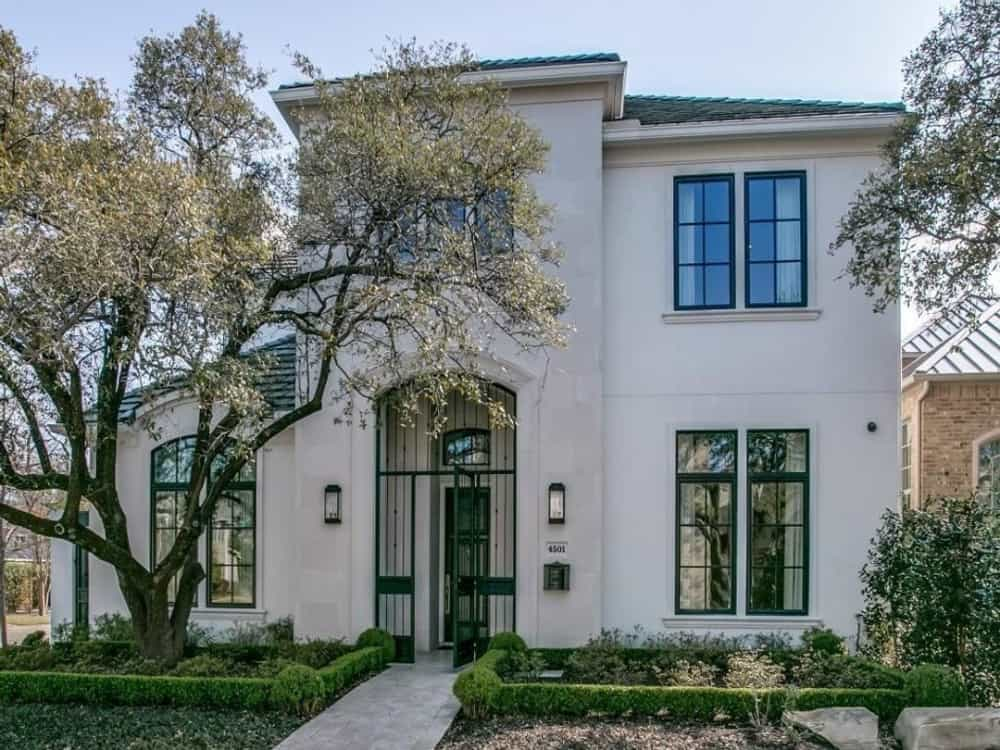 3-Bedroom Two-Story Contemporary Home for a Narrow Lot with Elevator