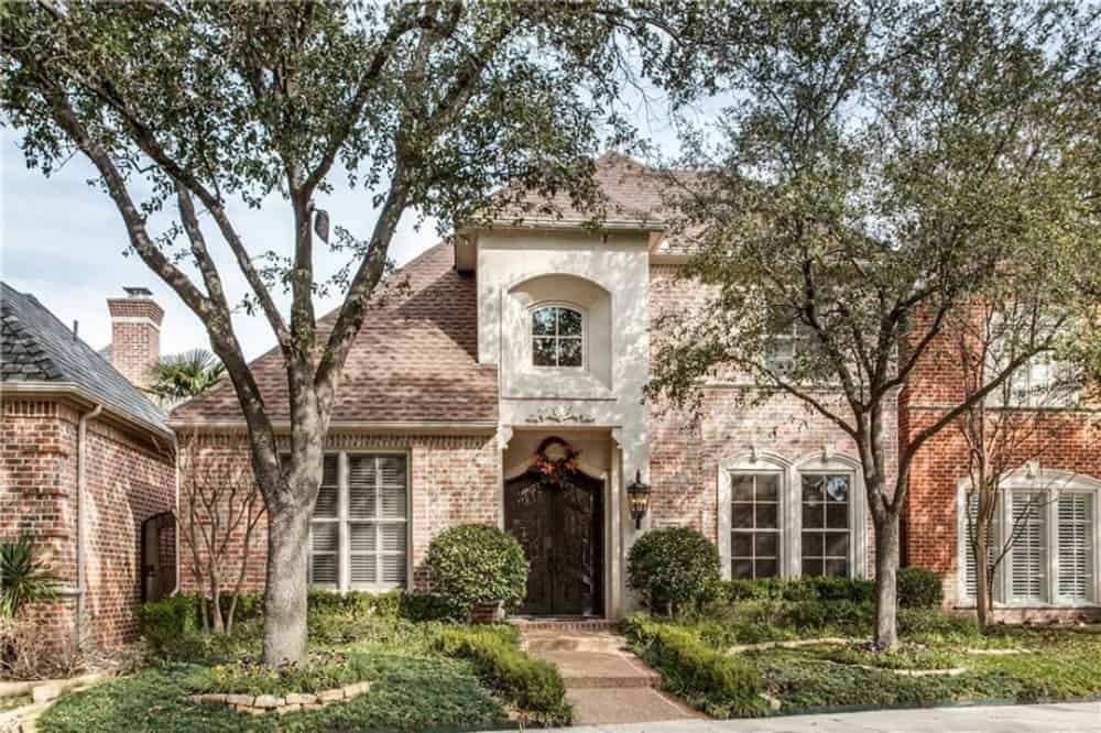 3-Bedroom Two-Story Traditional Home for a Narrow Lot with Loft