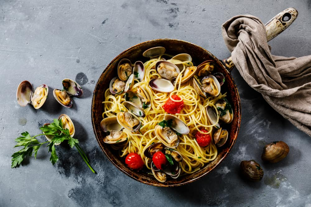 This is a bowl of healthy Spaghetti alle Vongole.