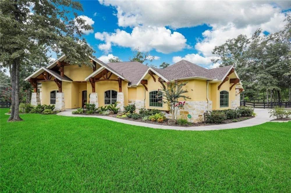 Contemporary Single-Story 4-Bedroom Southwestern Home for a Wide Lot with Wet Bar